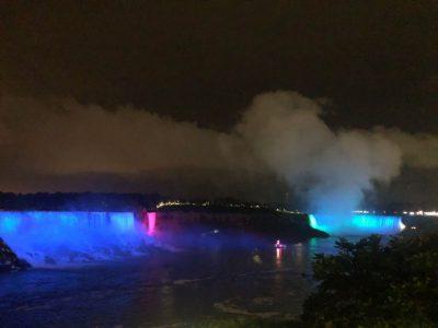 Cascate del Niagara di notte