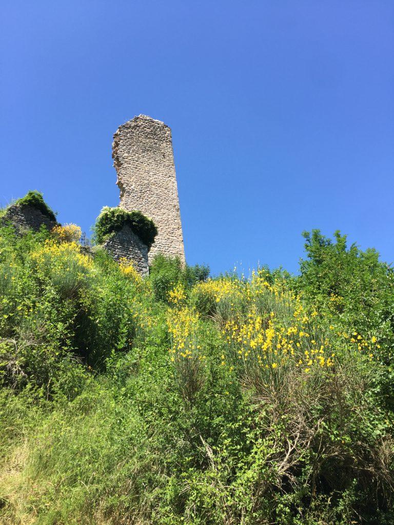 Resti del Castello dei Trinci a Rasiglia
